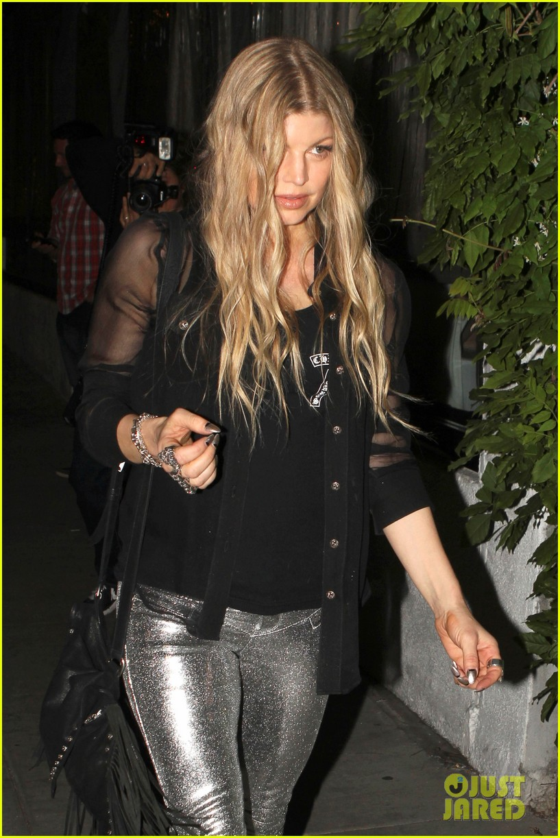 kate hudson fergie buddy up at chrome hearts party 02