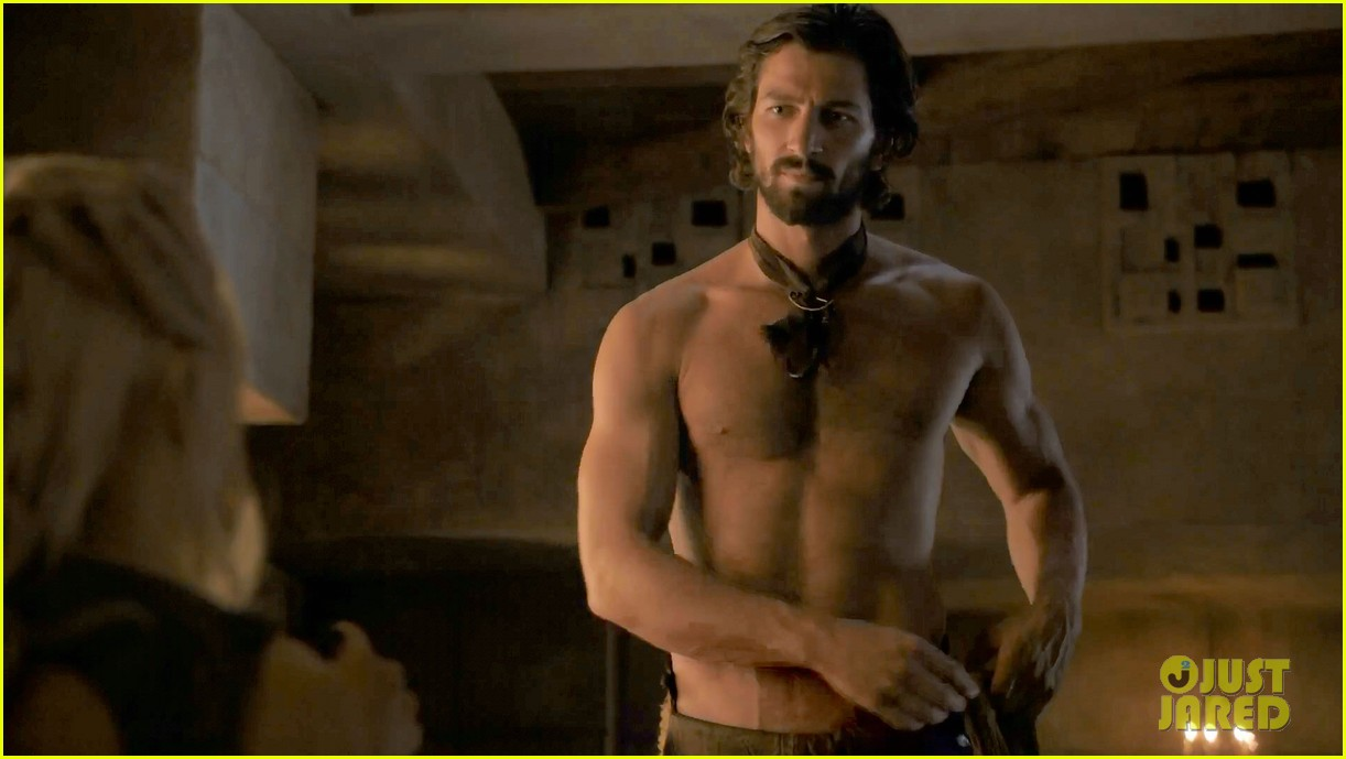 michiel huisman strips down butt naked on game of thrones 10