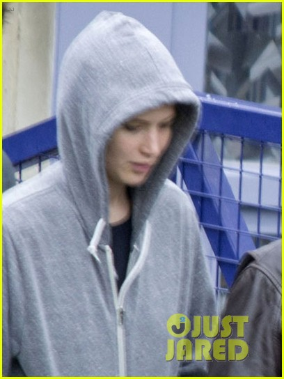 jennifer lawrence liam hemsworth josh hutcherson mockingjay filming 03