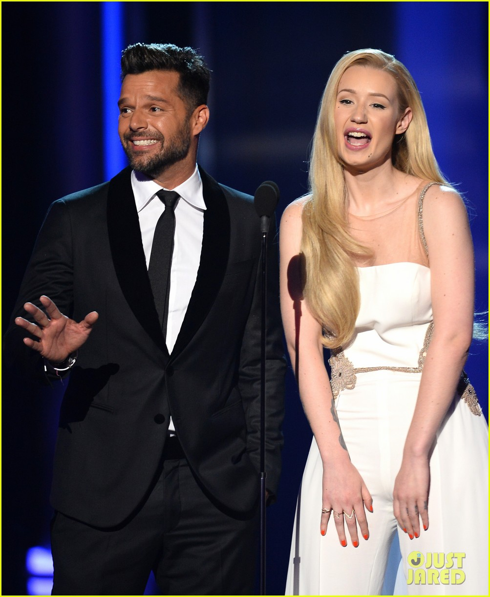iggy azalea brings along beau nick young to billboard music awards 2014 04