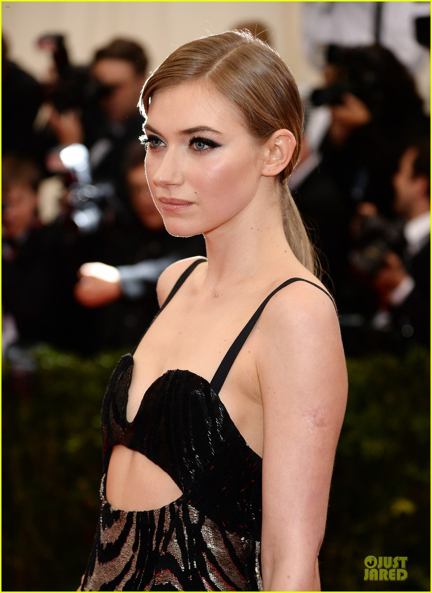imogen poots bares midriff at met ball 2014 023106417