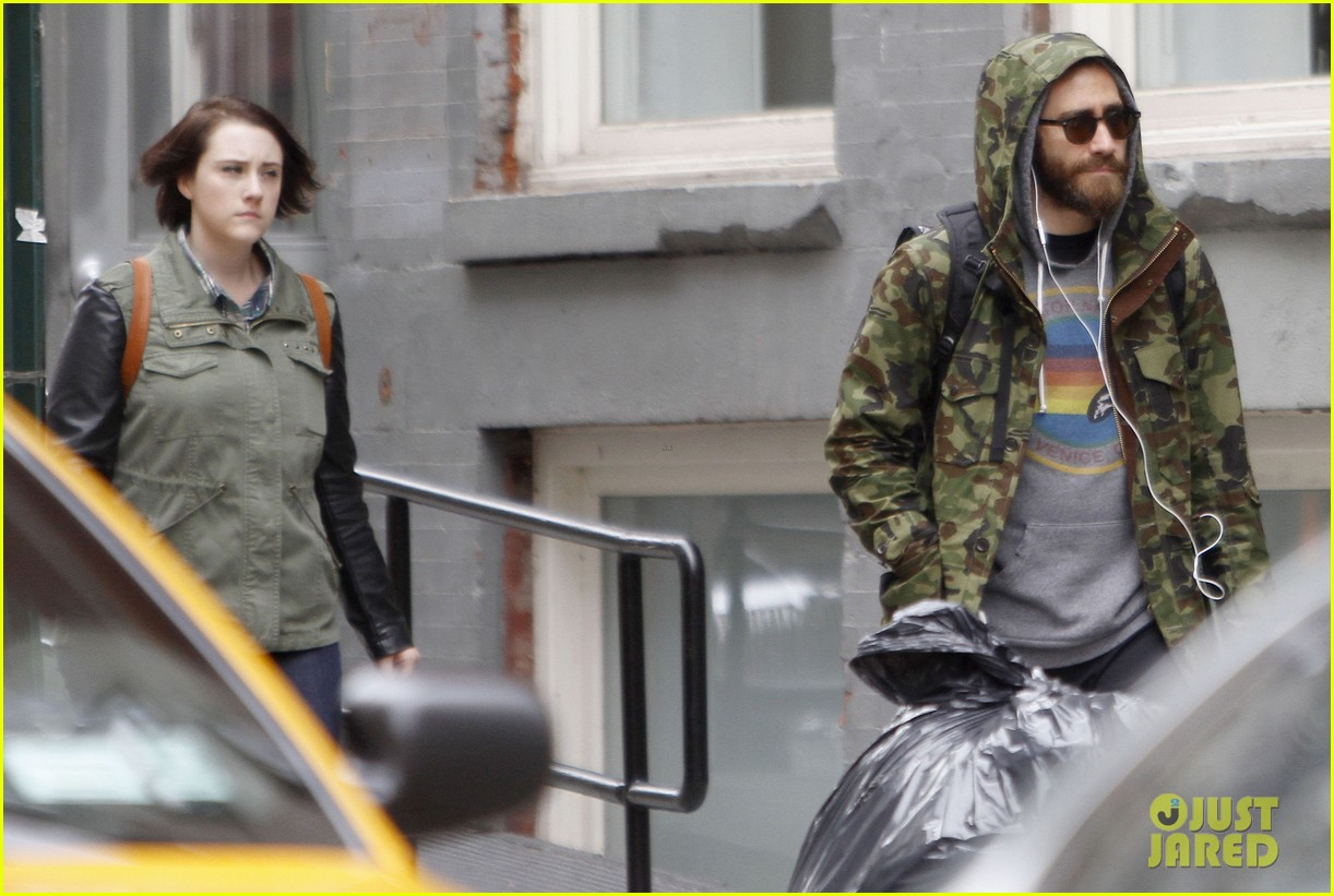 jake gyllenhaal doesnt let the rain keep him away 08