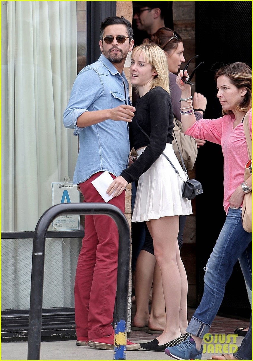 jena malone smooches mystery boyfriend in la 013123789