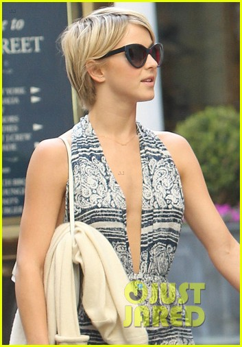 julianne hough brooks laich movie date 033117358