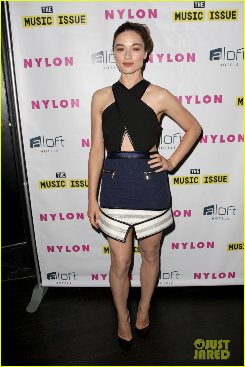 victoria justice joins joe jonas at nylons music issue party 04