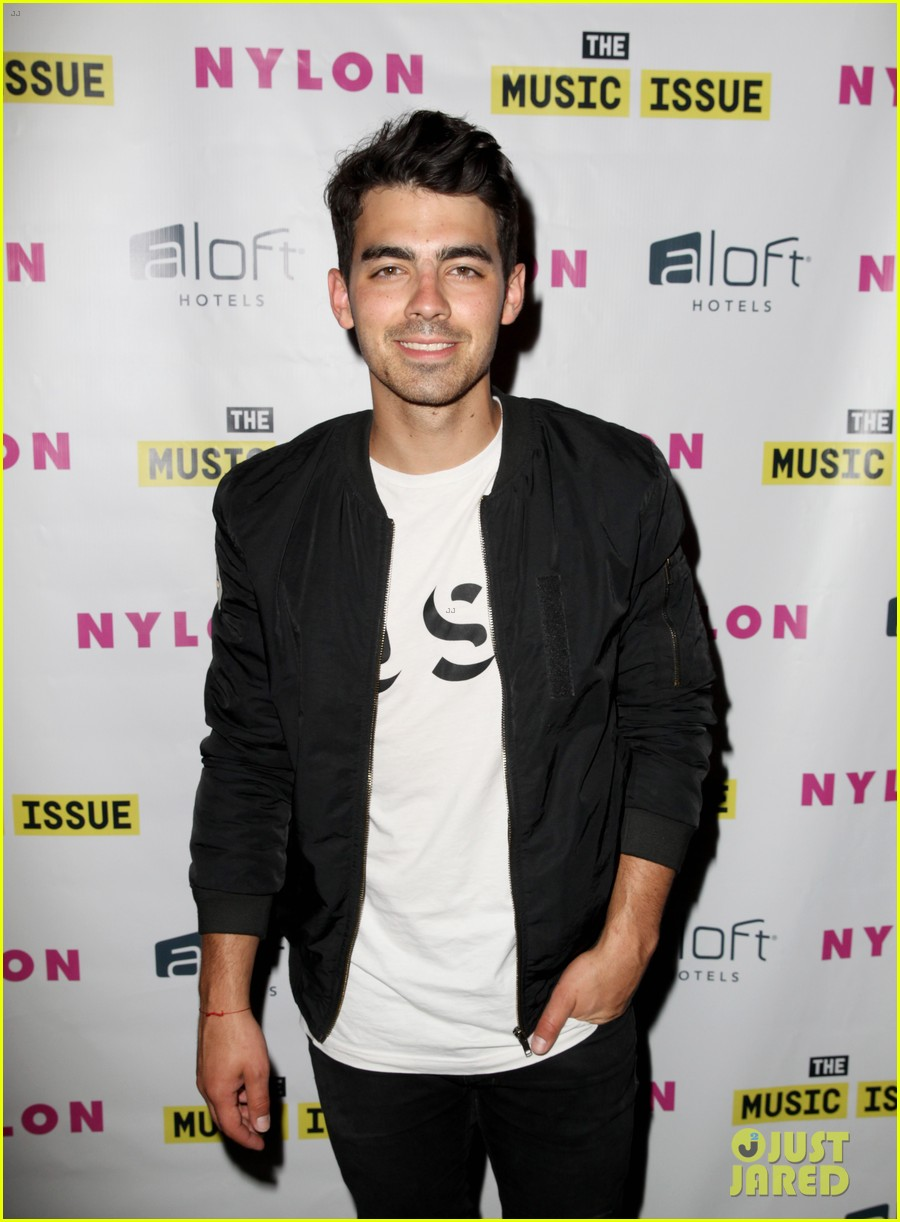 victoria justice joins joe jonas at nylons music issue party 203122578