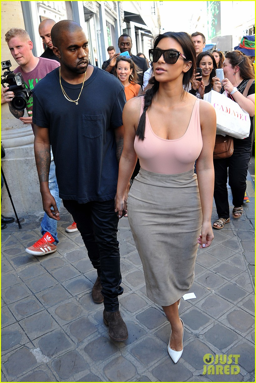 kim kardashian flaunts her assets in form fitting outift in paris 16
