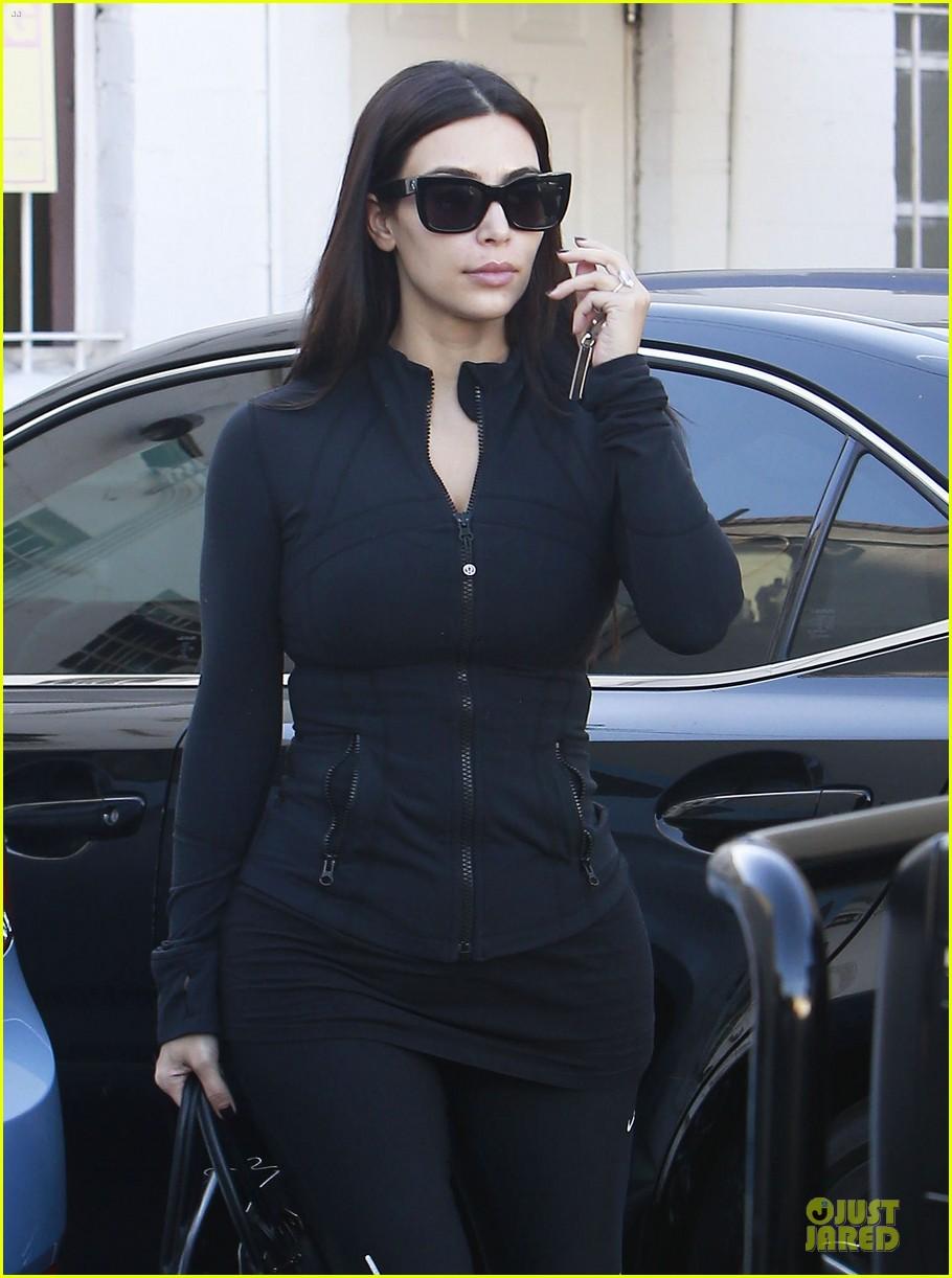 kim kardashian adorable pic as minnie mouse 043115369