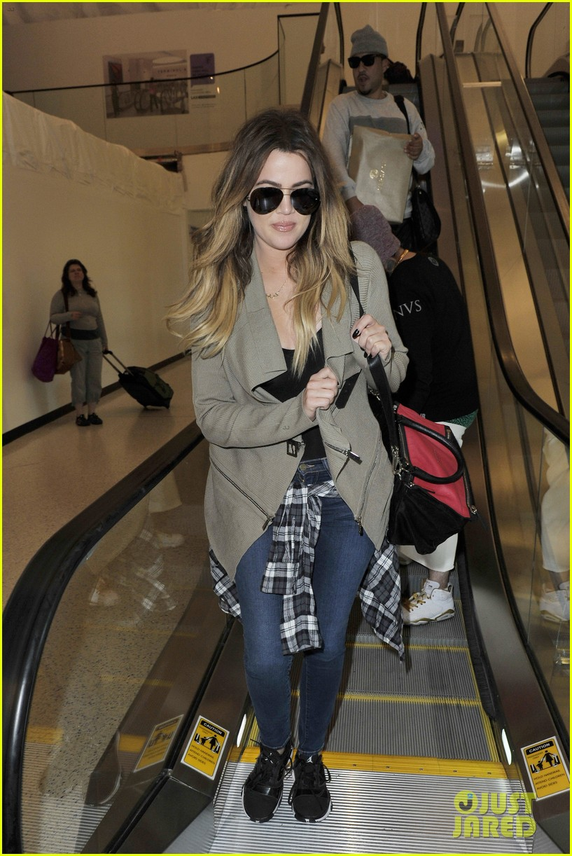 khloe kourtney kardashian touch down at lax just in time for mothers day 12