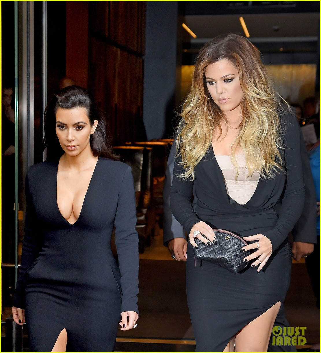kim kardashian flashes major cleavage at nbcu upfronts 06