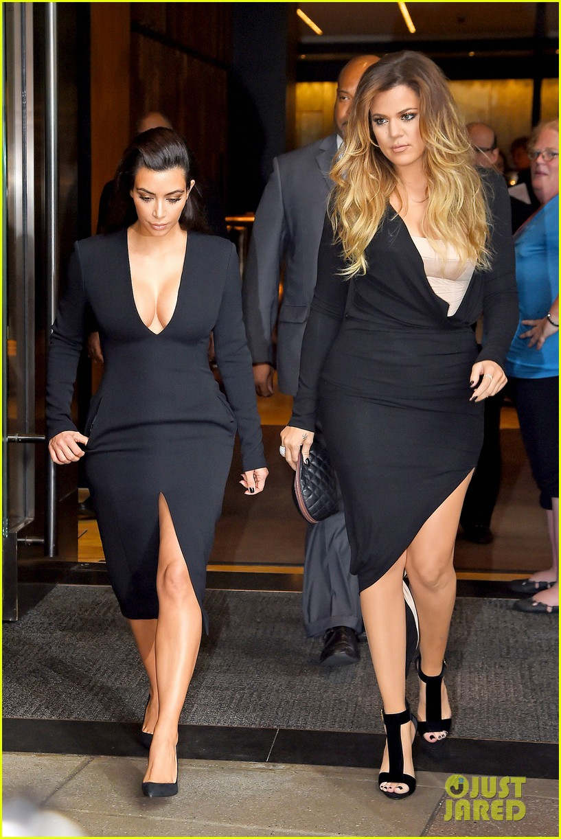 kim kardashian flashes major cleavage at nbcu upfronts 09