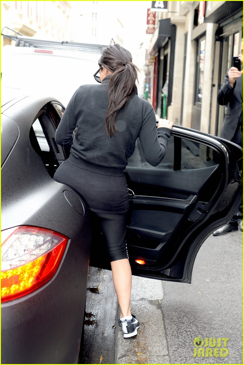 kim kardashian kanye wests wedding guests will get private tour of versailles 09