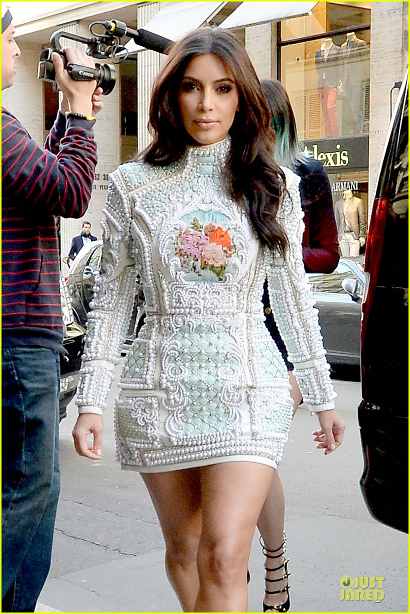 kim kardashian changes into sexy short dress 063120076