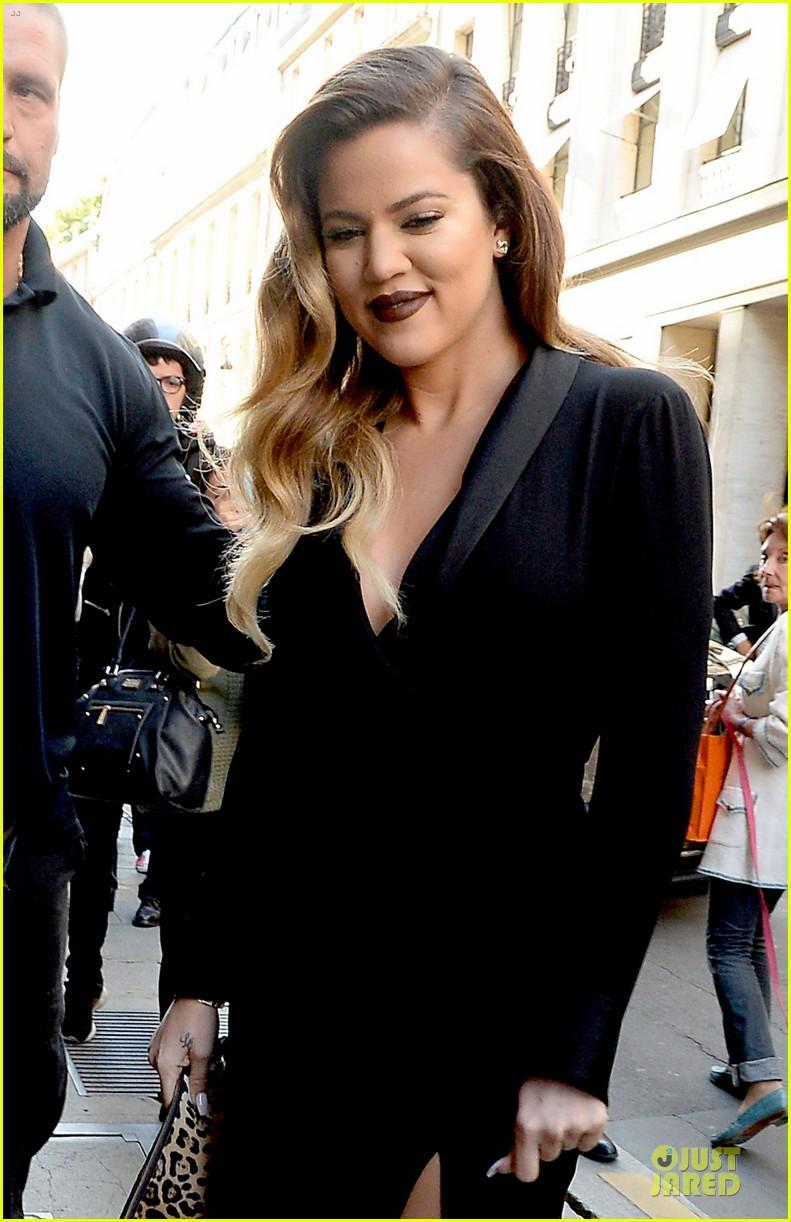 kim kardashian changes into sexy short dress 12
