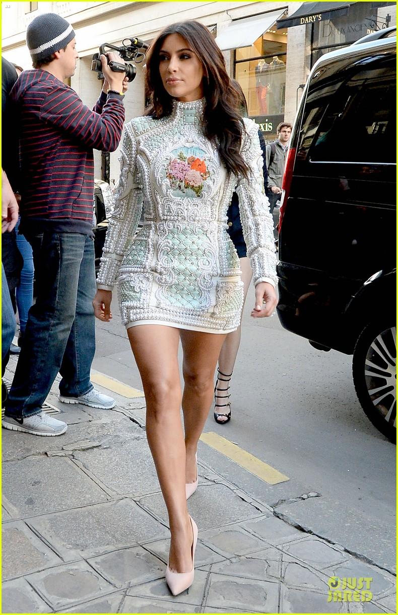 kim kardashian changes into sexy short dress 18