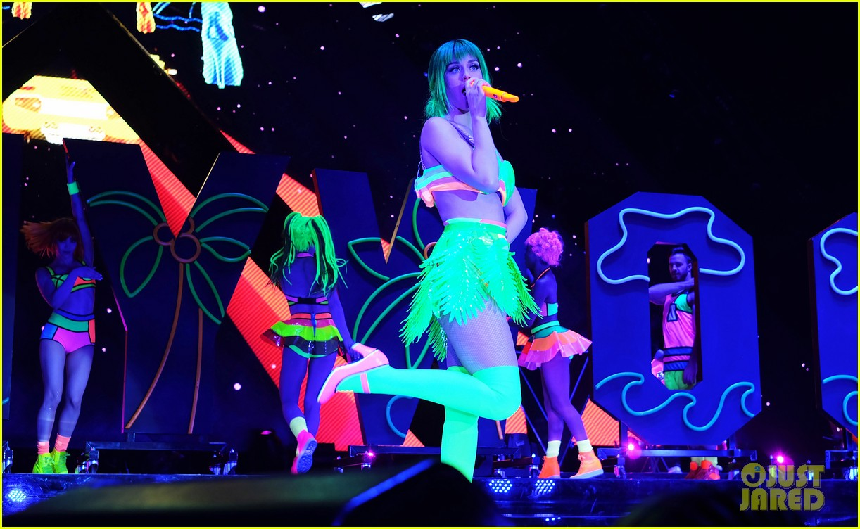 katy perry color prismatic world tour 14