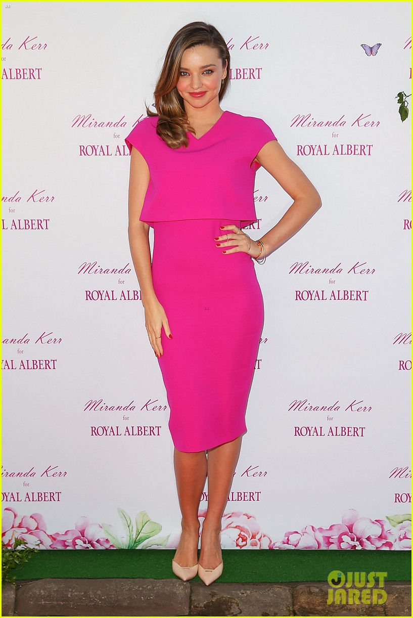miranda kerr rocks two chic looks to promote her teaware 013114741