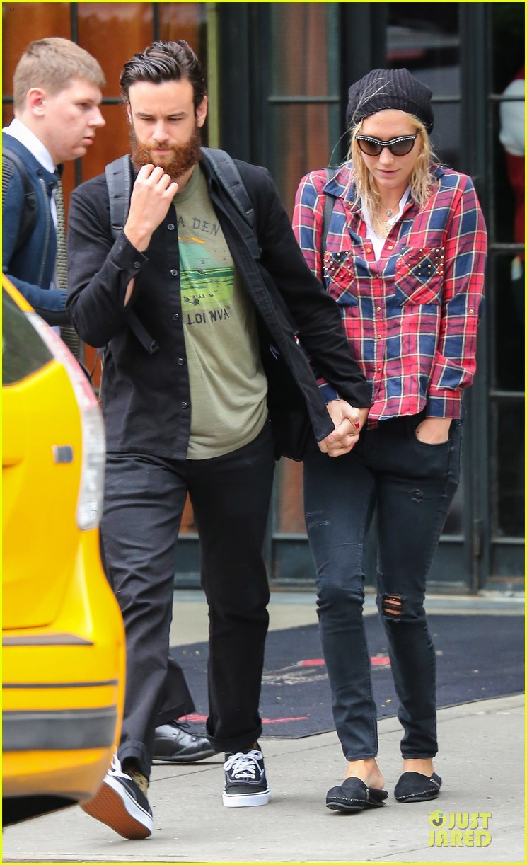 kesha boyfriend brad ashenfelter hold hands 053123430