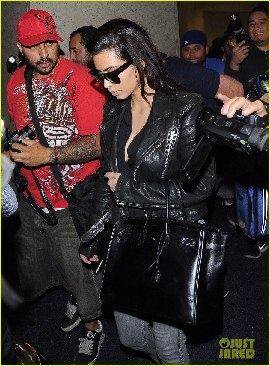 kim kardashian shares big booty pic of her khloe 083114906