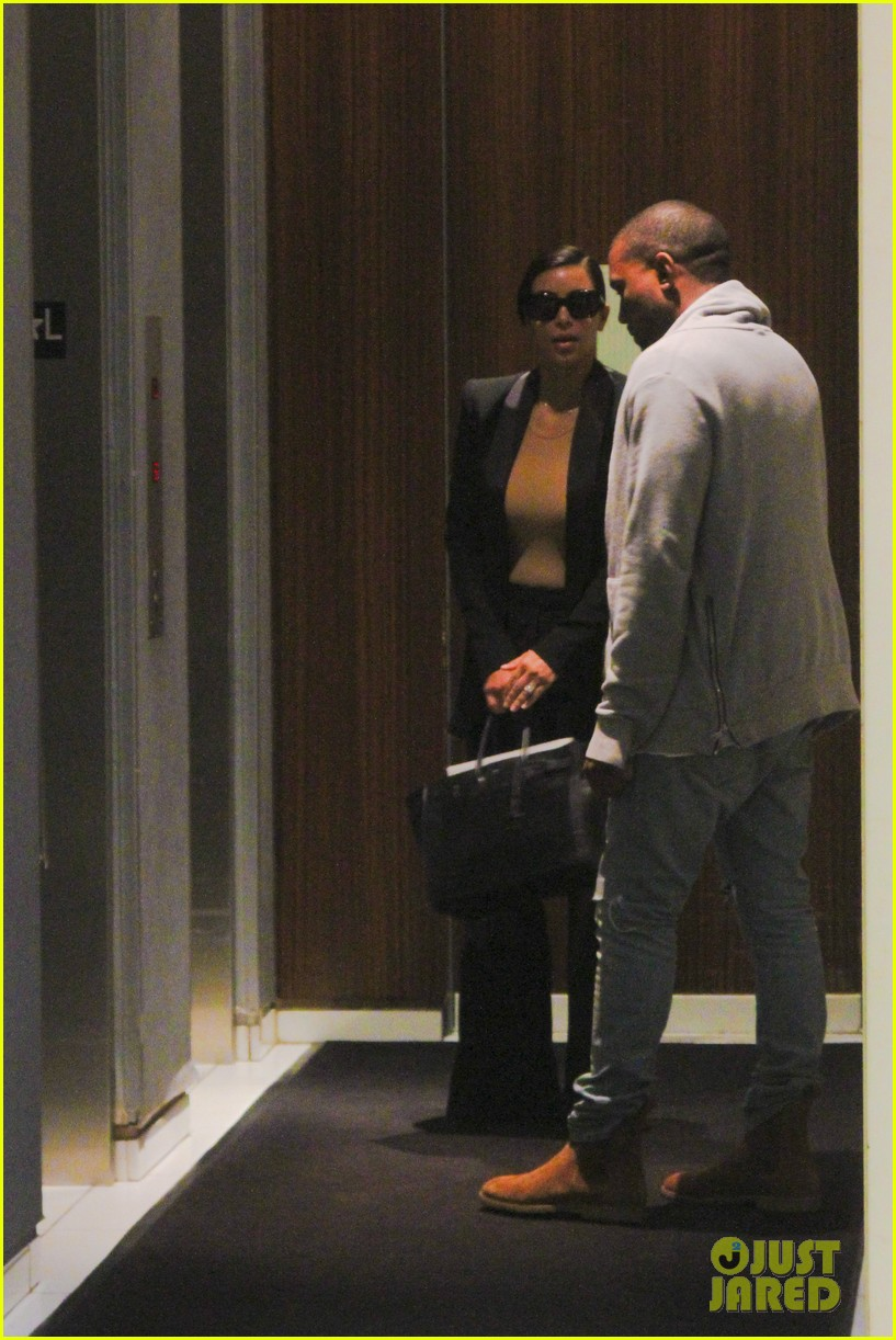 kim kardashian kanye west arrive in nyc after wedding rumors 04