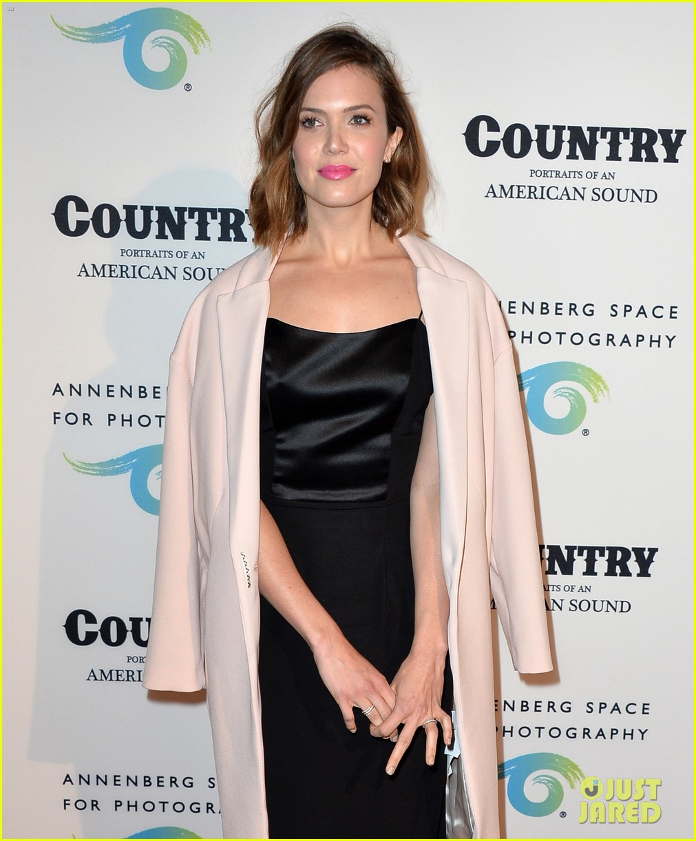 jaime king mandy moore annenberg space for photography country exhibit 04