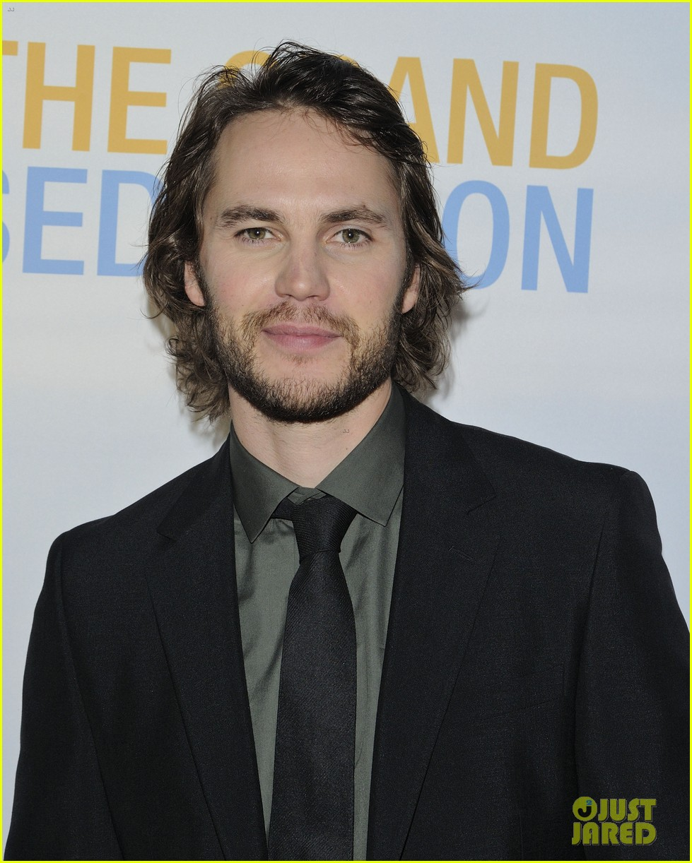taylor kitsch shares hilarious story about being thrown in a drunk tank 03
