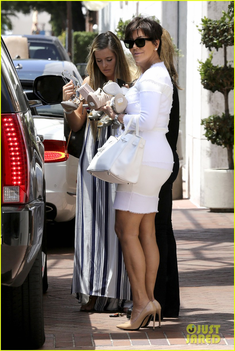 kourtney kardashian kris jenner attend kims bridal shower 23