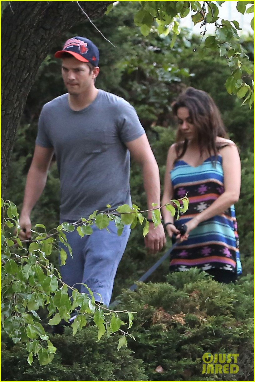 mila kunis hides her baby bump in loose fitting dress 03