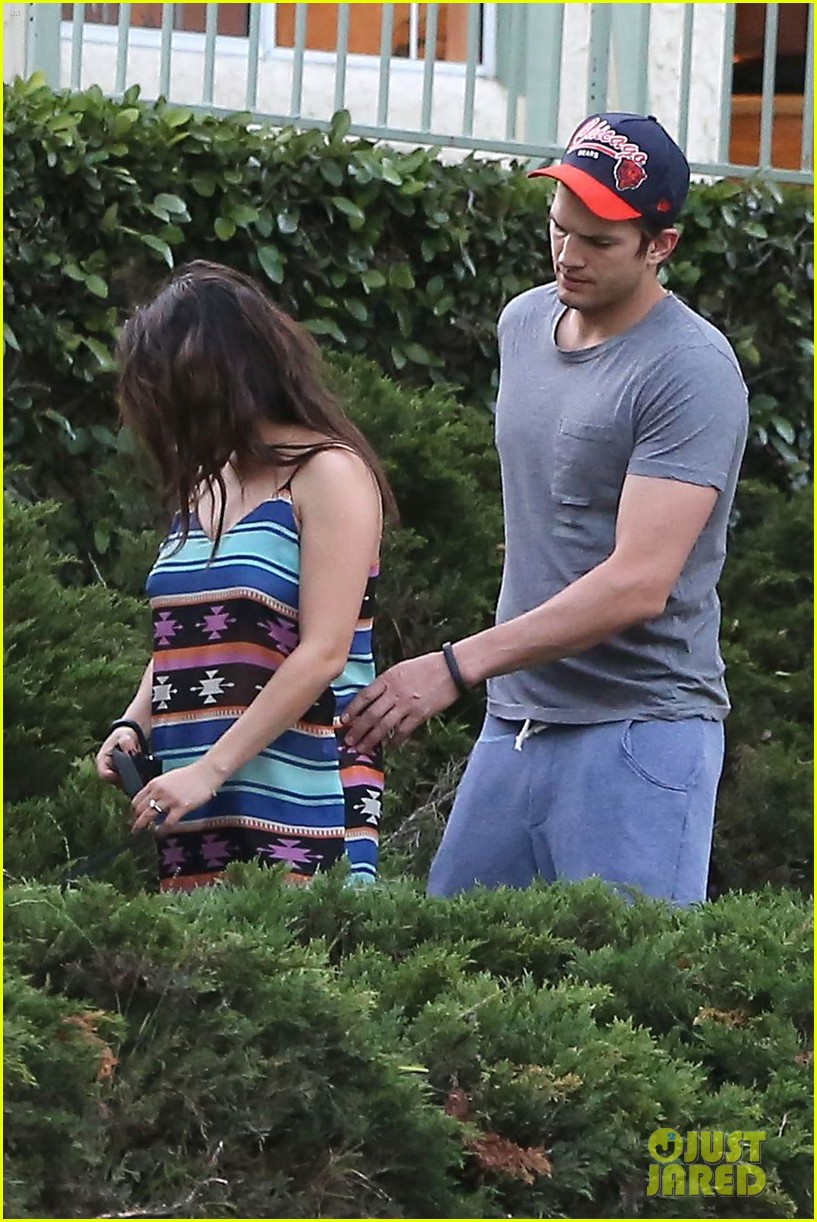 mila kunis hides her baby bump in loose fitting dress 14