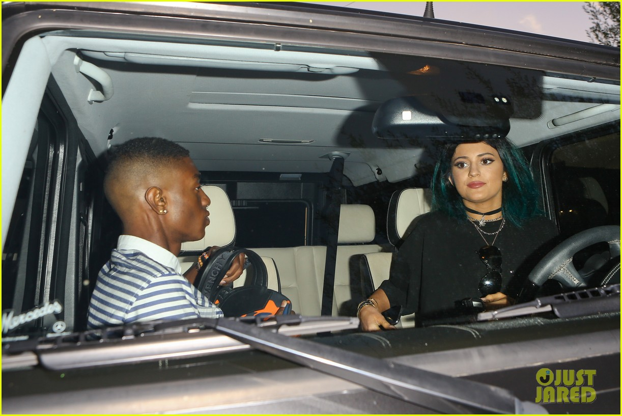 justin bieber kylie jenner selfie dinner together 173123255