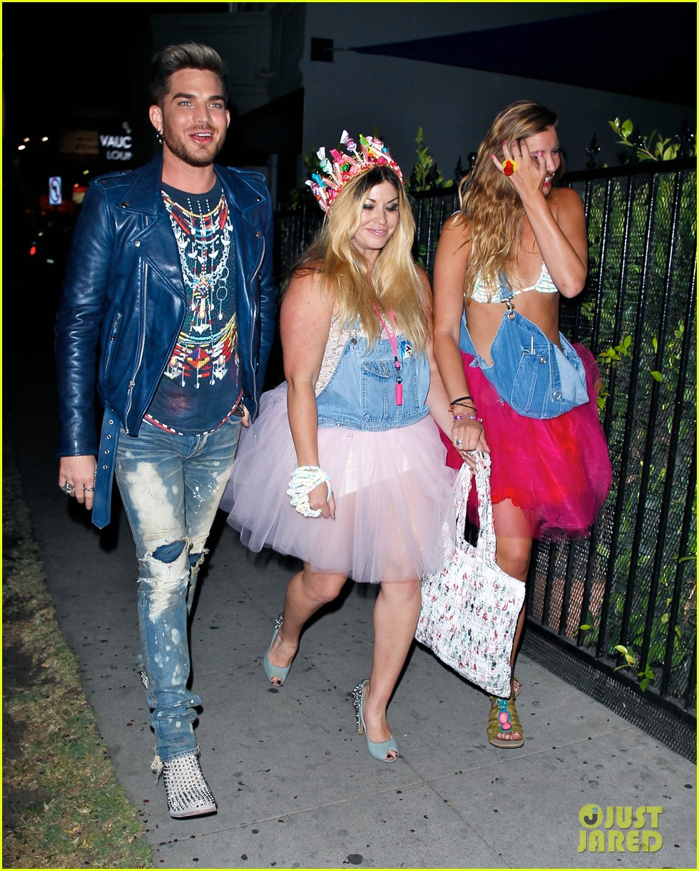 adam lambert looks like hes having a really fun night with friends 073111108