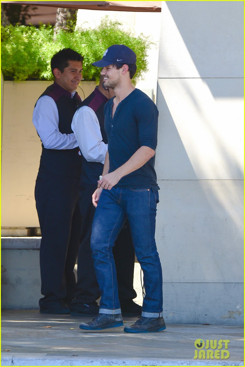 taylor lautner fantastically talanted does his own stunts 04