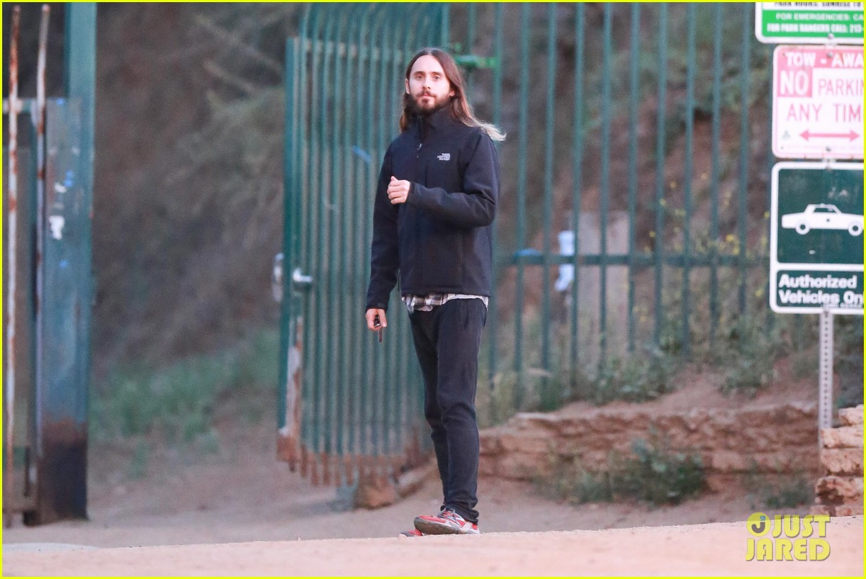jared leto goes for a hike with a female companion 07