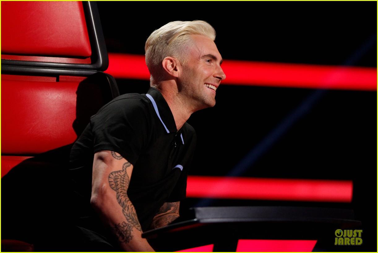 adam levine smile blond hair the voice 04