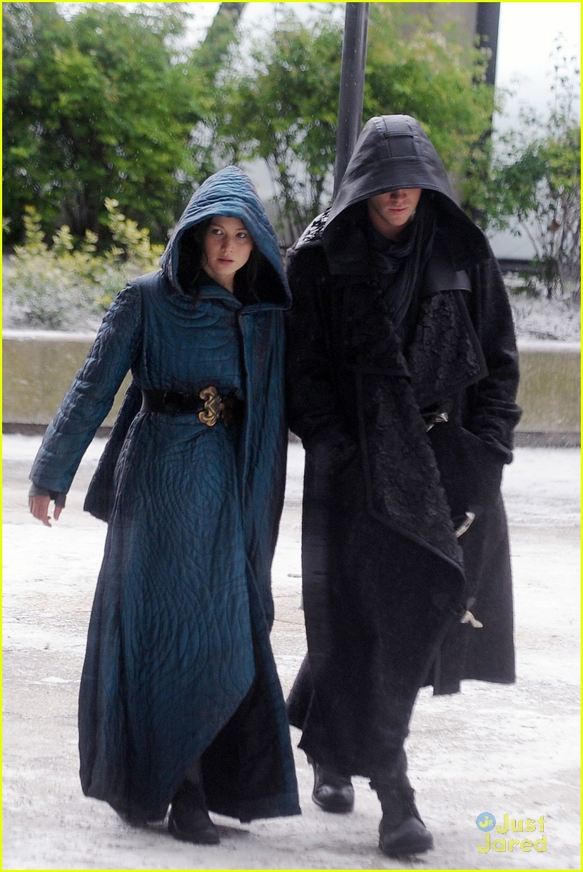 jennifer lawrence liam hemsworth mockingjay robes 04