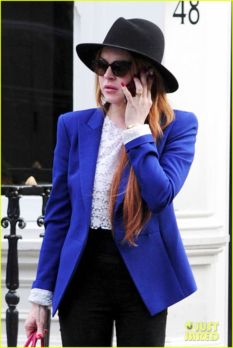 lindsay lohan feels blessed to have loving mom 23