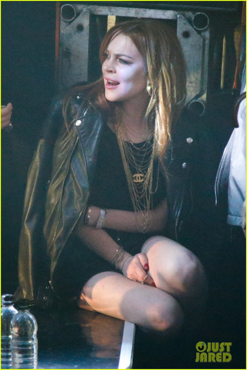 lindsay lohan side stage rita ora london show 103111001