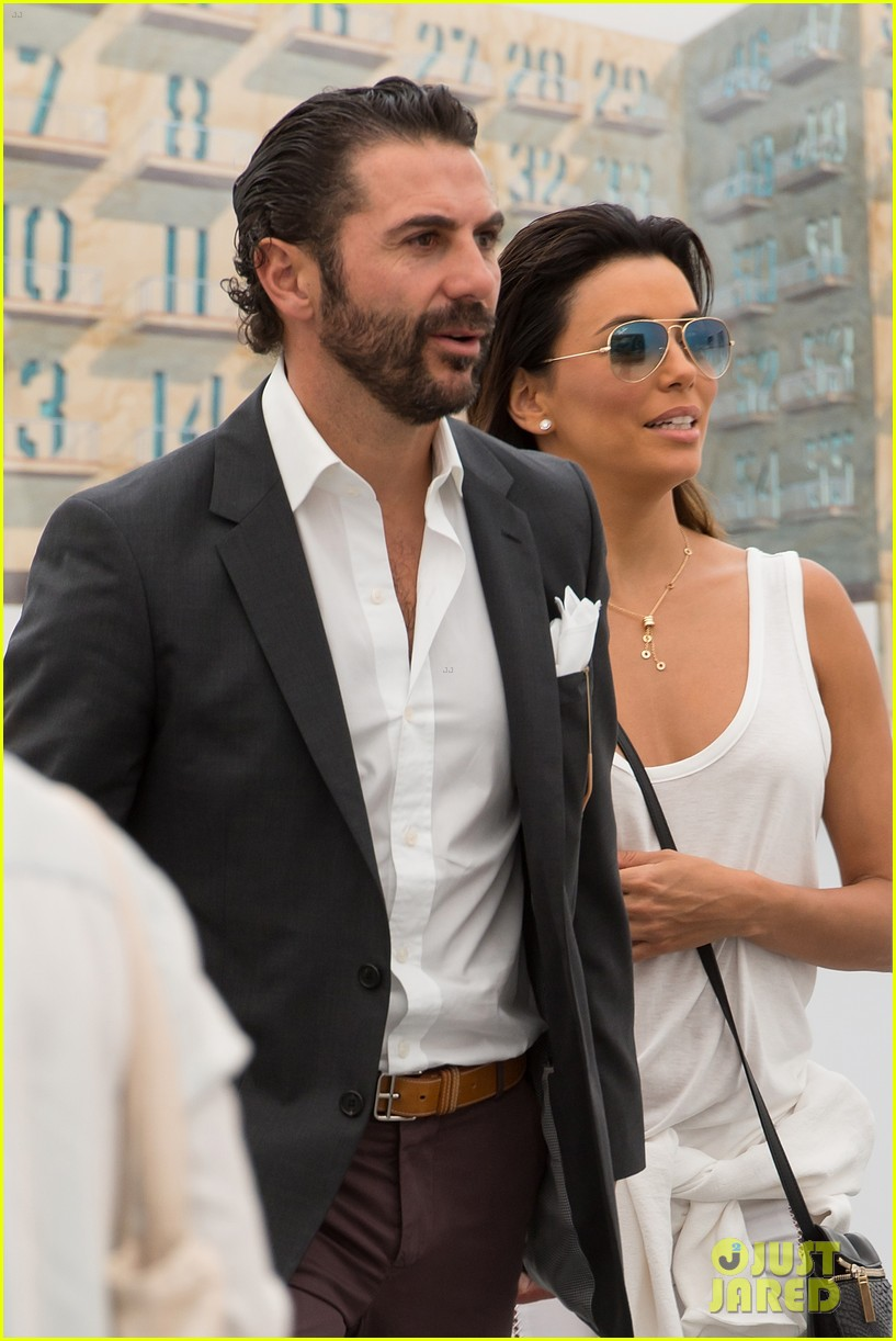 eva longoria boyfriend get cozy at fierze art festival 10