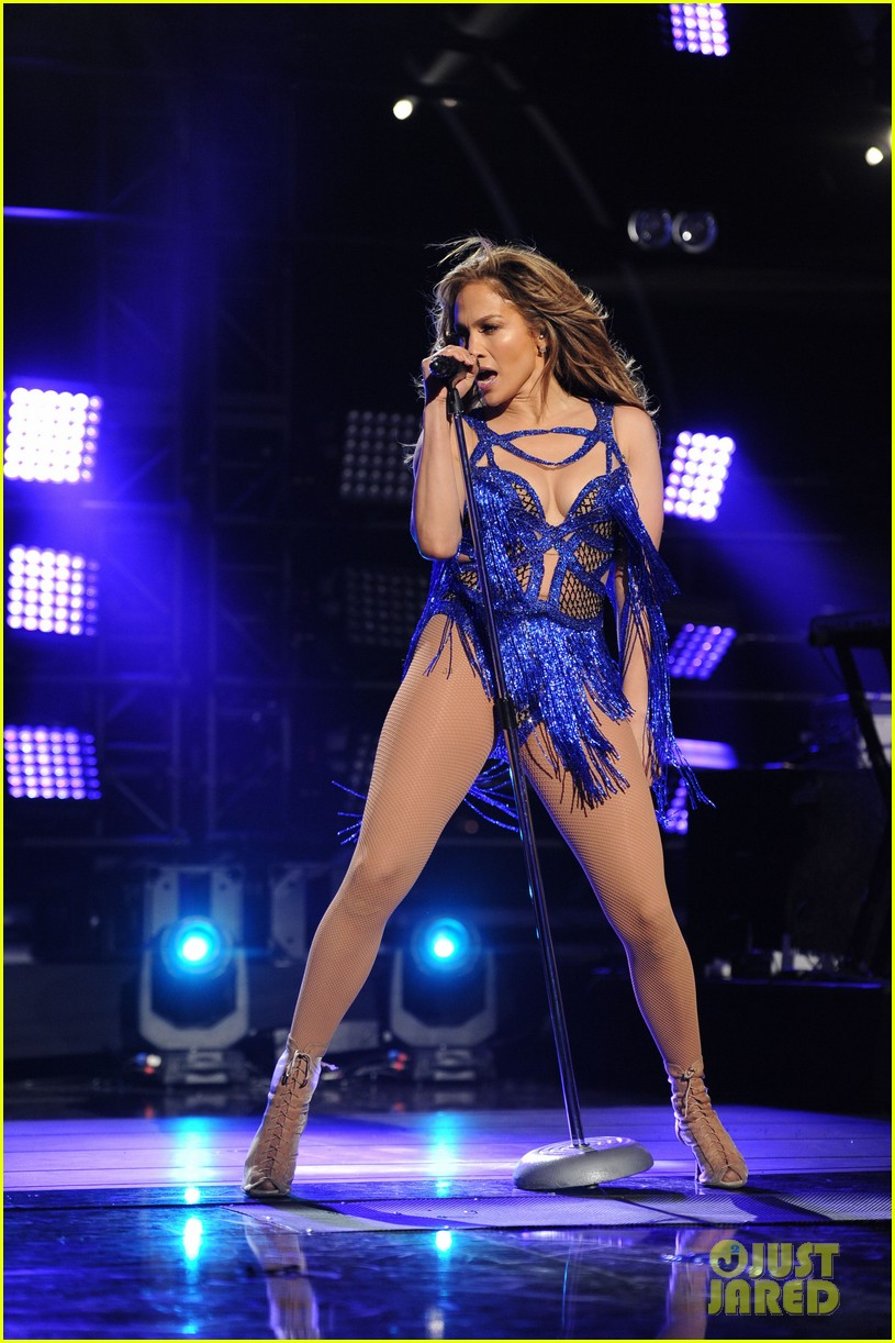 jennifer lopez performs first love american idol finale 01