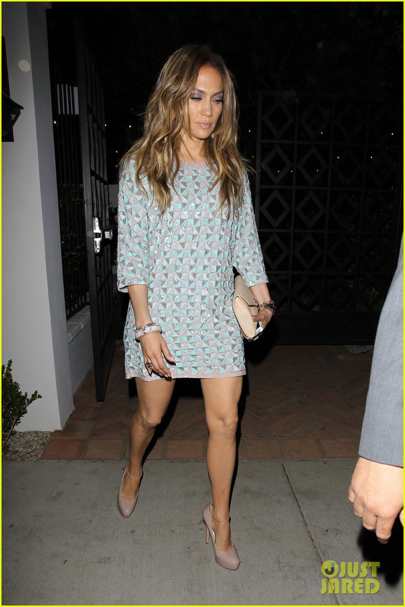 jennifer lopez grabs dinner with bff leah remini after american idol performance night 043103014