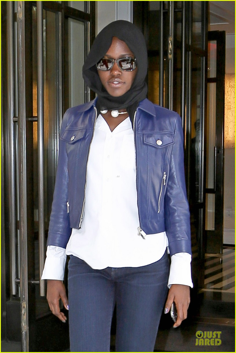 lupita nyongo covers up after met 033107093