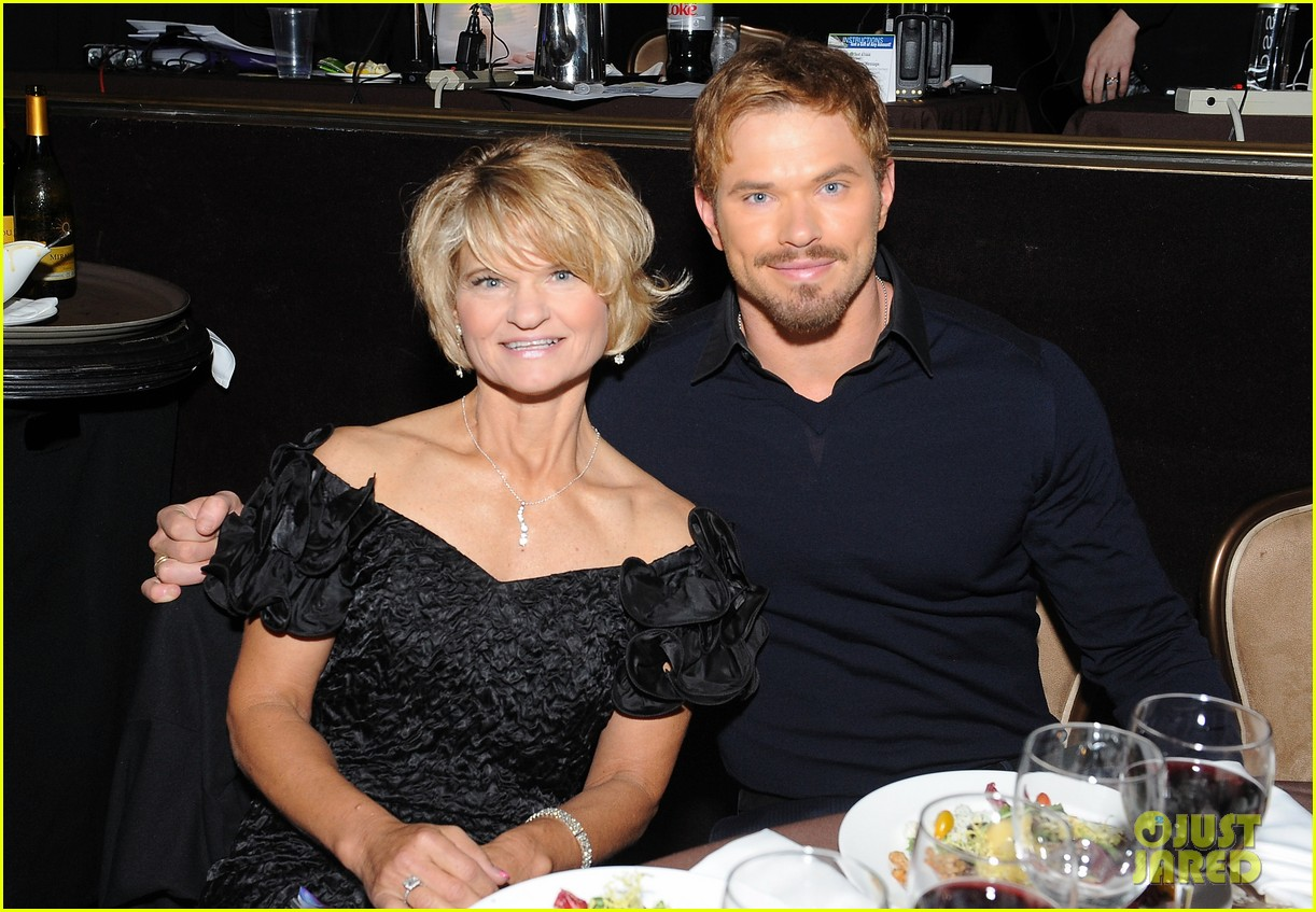 kellan lutz starts mothers day celebration early 07