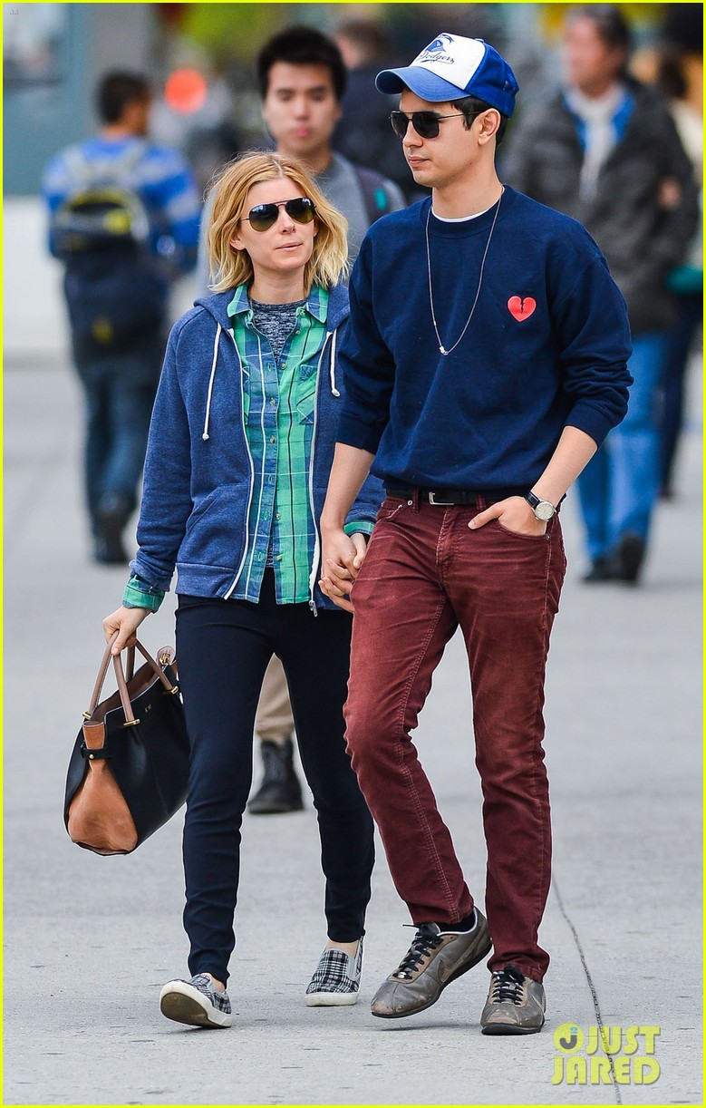 kate mara max minghella hold hands in nyc 07