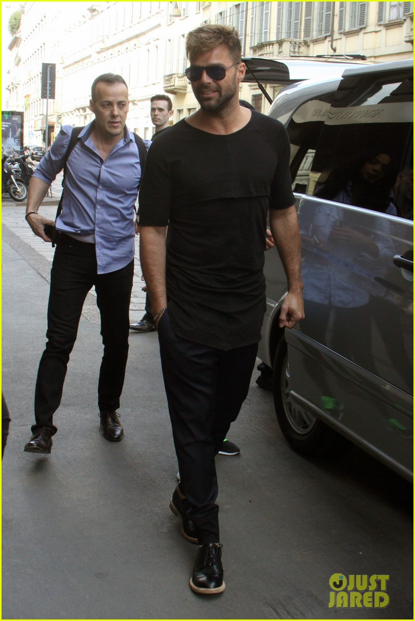 ricky martin gives lots of love to his fans 13