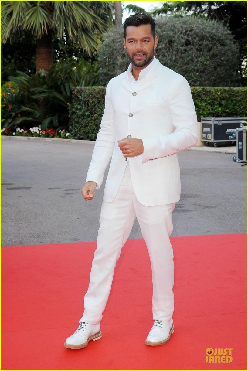 ricky martin kellan lutz handsome at world music awards 10