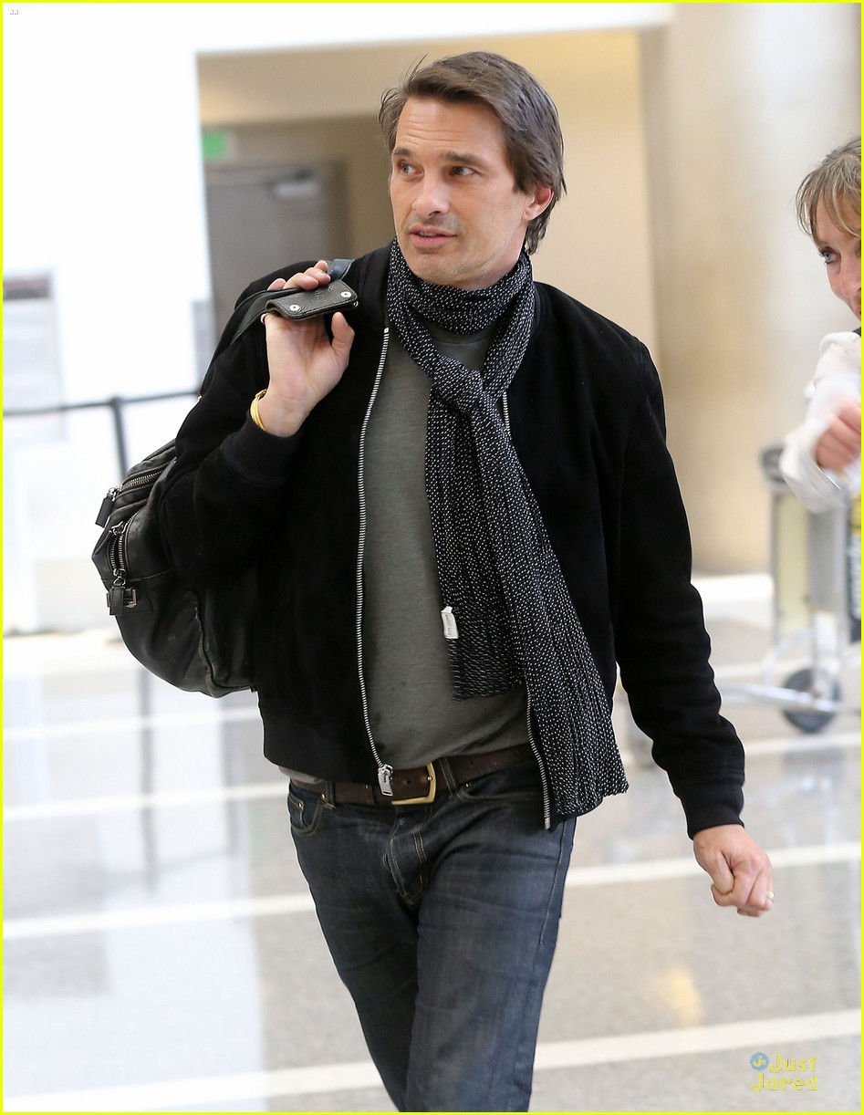 olivier martinez european style at lax airport 04