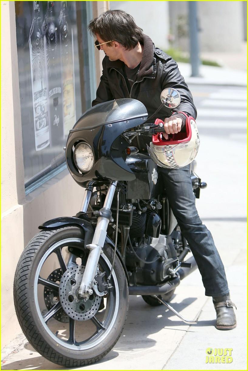 olivier martinez carrys motorcycle purse like a purse 03