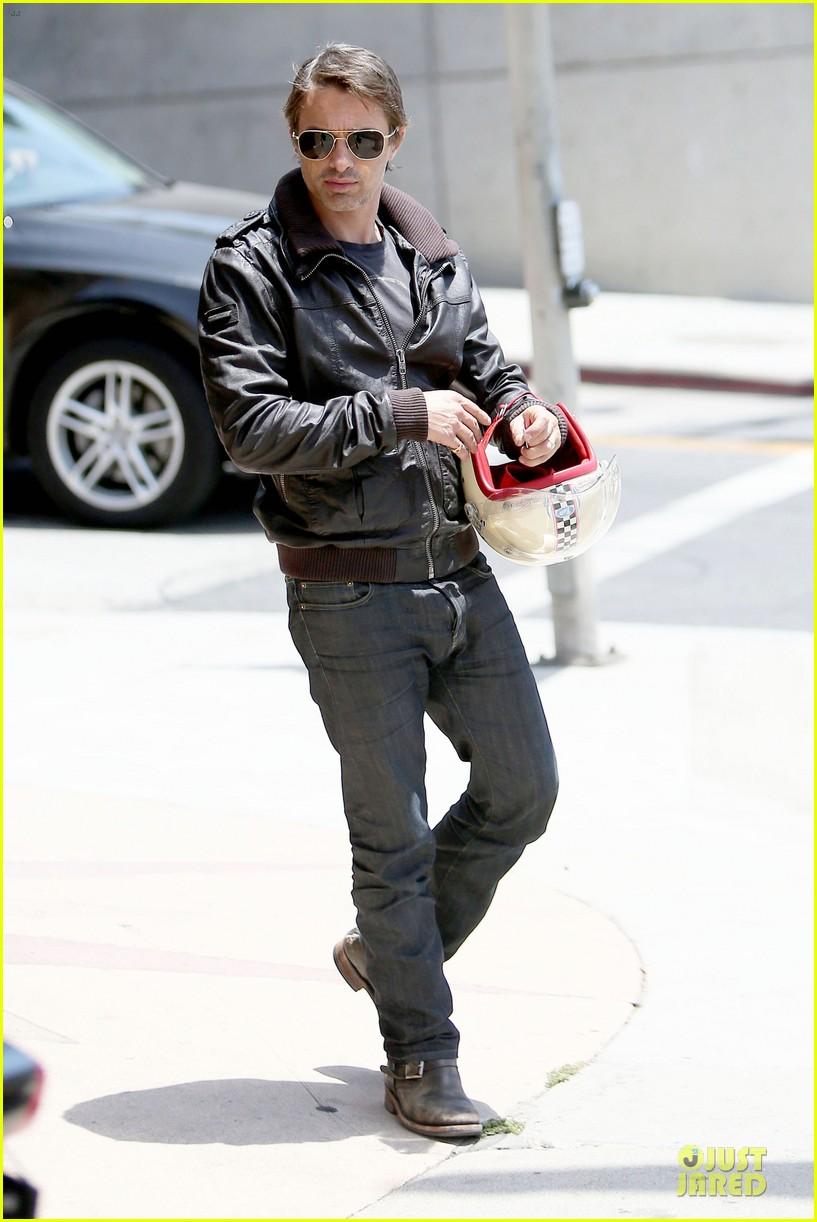 olivier martinez carrys motorcycle purse like a purse 13