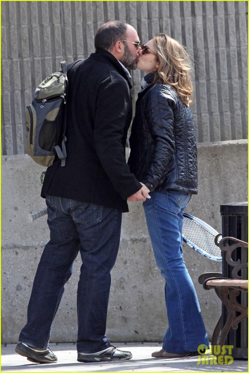 rachel mcadams kisses boyfriend patrick sambrook photos 02