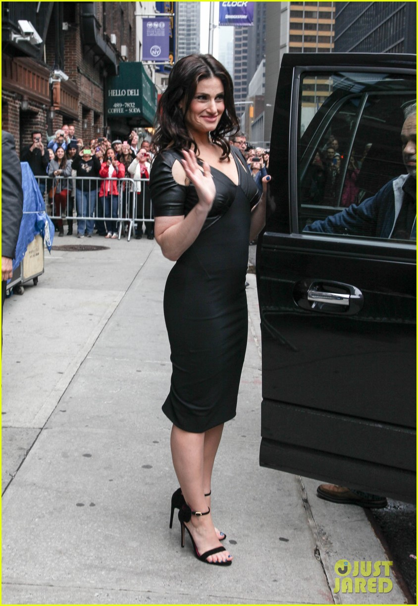 photo of Idina Menzel  - car
